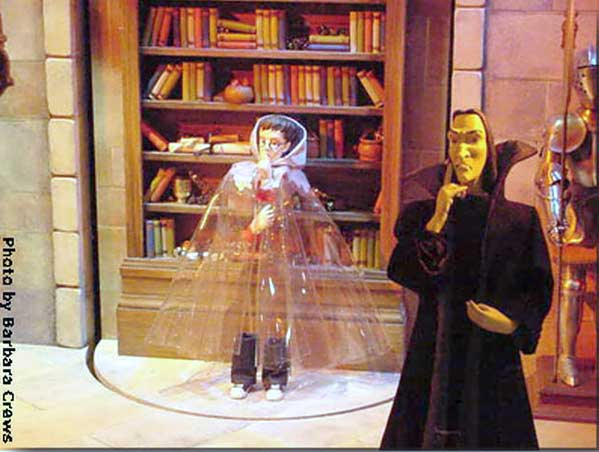 Marshall Field's Harry Potter Display 13 - Harry under the Invisibility Cloak