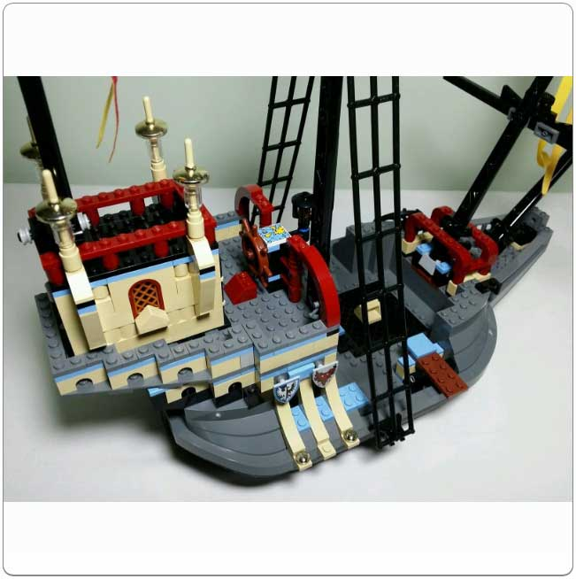 Lego Set 4768 The Durmstrang Ship The set is modeled on the ship that was sailed by durmstrang students to hogwarts so that they may participate in the prestigious triwizard tournament. lego set 4768 the durmstrang ship